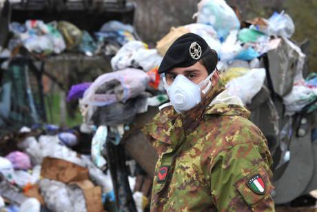 rifiuti-napoli-militari